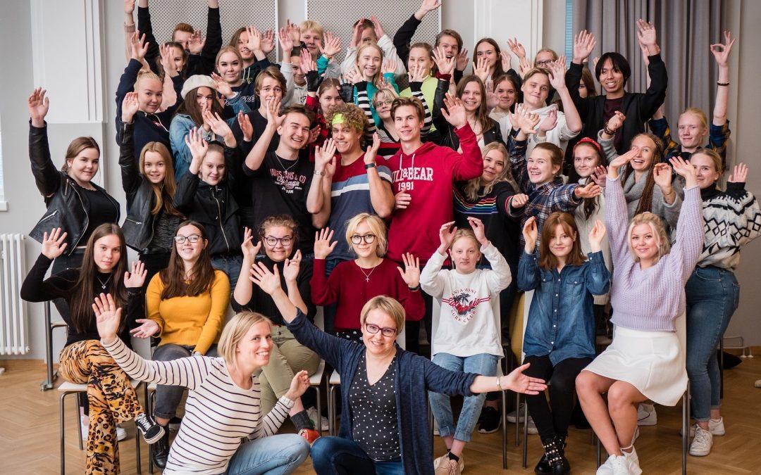 Venehalli soi! Oi nuoruus! Yhteislauluillassa nuoruusaiheisia lauluja.2.10.2019 klo 18